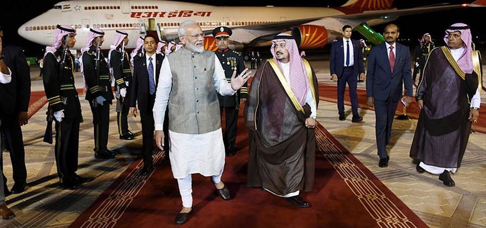Hon'ble Prime Minister Shri Narendra Modi was welcomed by His Royal Highness Faisal bin Bandar Al Saud, Governor of Riyadh on his arrival at the King Khalid International Airport, Riyadh on October 29, 2019